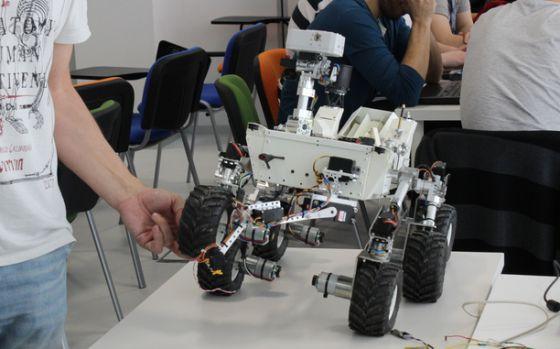 ¿Quieres aprender a crear tu propio robot? Curso online sobre Robótica